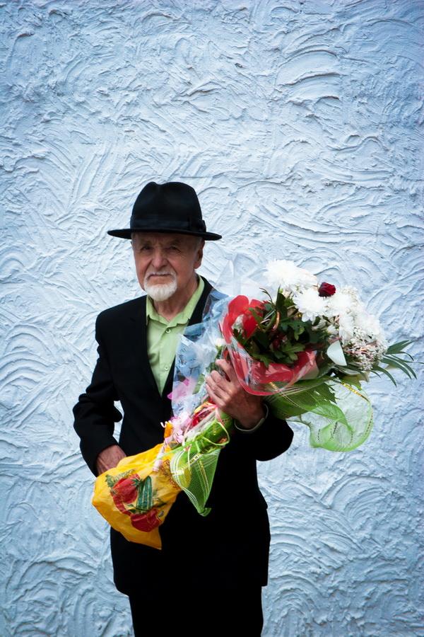цветами фото с старик